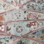 Királyi címerek Székelydálya szentélymennyezetén